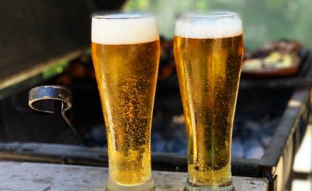 家族を楽しみ、開放感とビールを楽しむ。